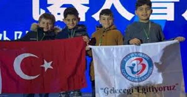 İlkokul Öğrencilerinden Büyük Başarı: Çin'de Düzenlenen Yarışmada Dünya üçüncüsü oldular