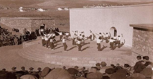 Köy Enstitüleri yalnız toprağı KİRİZMA yapmakla kalmadı. Aynı zamanda halk kültürünü de KİRİZMA etti.