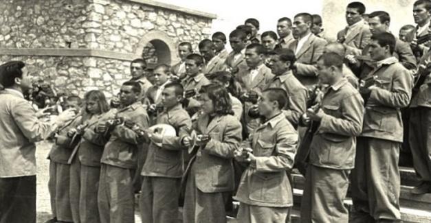 Köy Enstitülerinde her öğrenci bir müzik aleti çalmak zorundaydı...