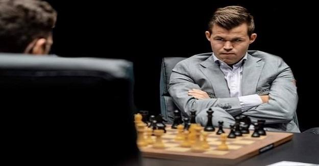 13 Yaşında Dünya Şampiyonu Olmayı Başaran Magnus Carlsen, Aynı Anda Sırtı Yarışmacılara Dönük Şekilde 10 Rakibini Yenmeyi Başardı