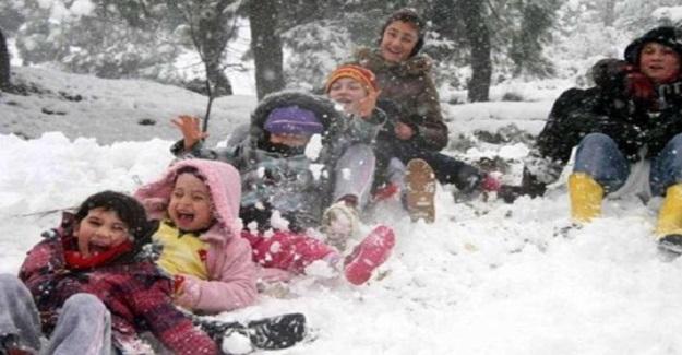 Kar Yağışı Nedeniyle Kar Tatili Haberleri Peş Peşe Gelmeye Devam Ediyor. Bir Çok İlimizde Okullar Tatil