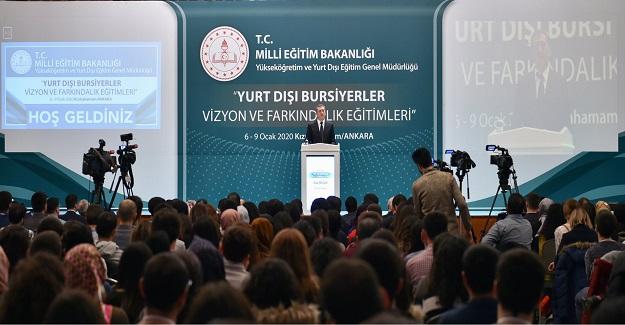 Millî Eğitim Bakanı Ziya Selçuk, MEB bursu ile yurt dışında lisans üstü öğrenim gören öğrenciler