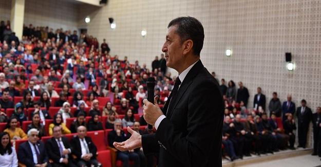 Milli Eğitim Bakanı Ziya Selçuk, öğrenci ve öğretmenlerle bir araya geldi