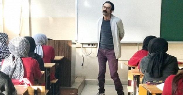 Serebral Palsi Hastası Olan Oğuz Öğretmen Öğrencilerine Işık Saçıyor