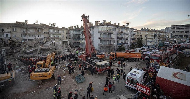 Şule Öğretmen Yıkılan Binadan Yaralı Olarak Kurtuldu