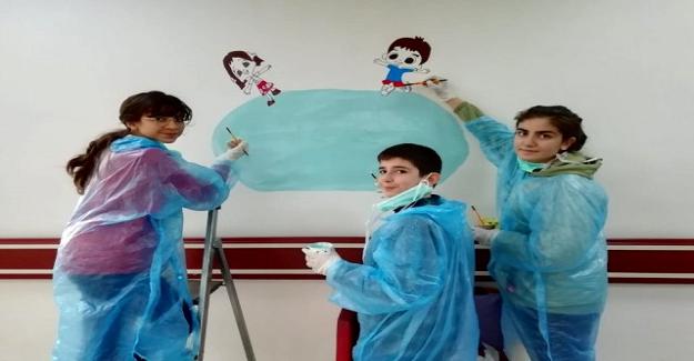 Bir grup öğretmen matematiksel objelerle hastane duvarlarını renklendirdi