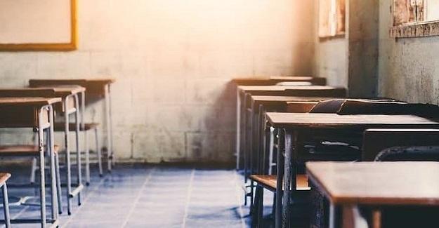 Eğitim kelimesi, İngilizce ve diğer Avrupa dillerinde education/educazione olarak adlandırılır ve semantik açıdan Latince educare fiilinden gelir