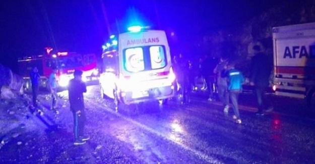 Minibüste Mahsur Kalan Öğretmen Ve Öğrenciler Kafilesi AFAD Ekiplerince Kurtarıldı