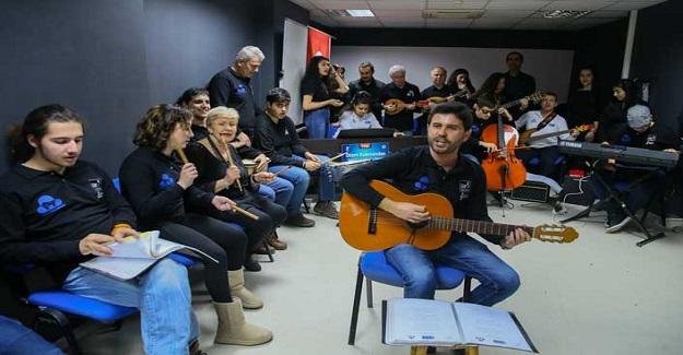 Müzik Öğretmeni Kurduğu Orkestra Sayesinde Otizmli Öğrencilerin Hayatına Işık Tuttu