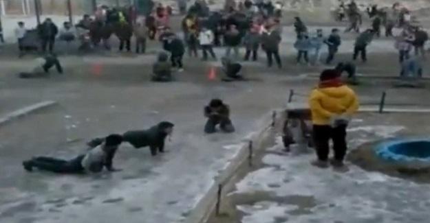 Öğrencisine Buz Üstünde Şınav Çektiren Öğretmen Hakkında Soruşturma Açıldı
