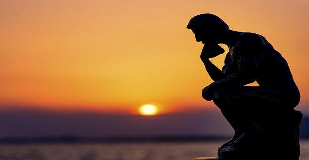 """On yaşında bir çocuğumuz çok okuyormuş, """"Felsefe okumak lazım"""" demiş. Ülkemizde kıyamet koptu."""