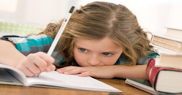 Çocuklar Uzmanların Tavsiye Ettiğinden Tam 3 Kat Fazla Ödev Yapıyor