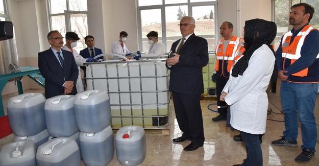Gülay Kaynak Sarıkaya Mesleki ve Teknik Anadolu Lisesi Kimya Fabrikası Gibi Çalışıyor