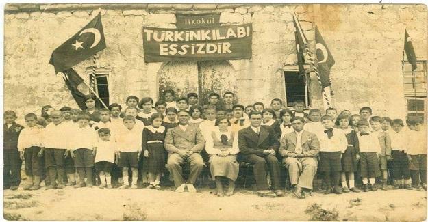"""Köy Enstitüleri sayesinde """" Münevver, halk ve köylü ayrılığı kalmayacaktı."""