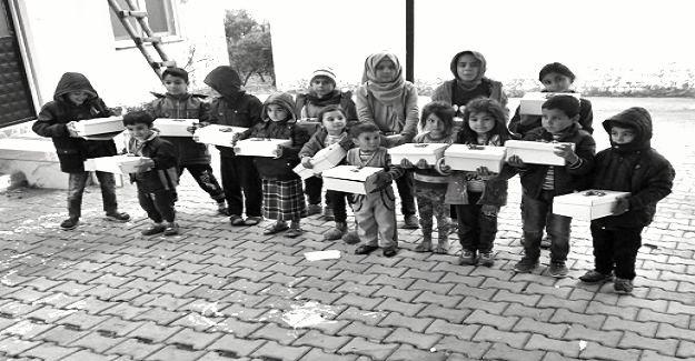 Mersin'de Köy Okulunda Eğitim Gören Öğrencilere Ayakkabı Yardımı Yapıldı
