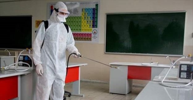Meslek Lisesi Öğrencileri Öğretmenlerinin Eşliğinde Korona Virüse Karşı Dezenfaktan Üretti