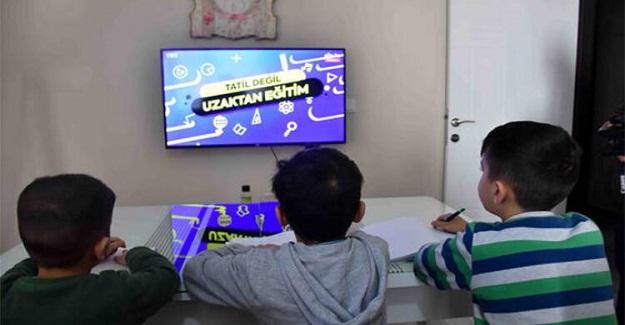 Son Dakika: Bakan Ziya Selçuk Uzaktan Eğitimle İlgili Yapılan Eleştirilere Cevap Verdi