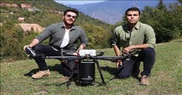Üniversite Öğrencileri Geliştirdikleri 'Ecodrone' ile ormana havadan tohum ekiyorlar.