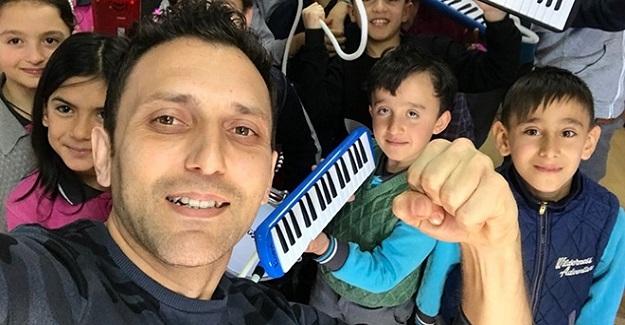 """""""Yaşayan sınıf"""" projesiyle Yılın fark yaratan öğretmeni seçildi"""