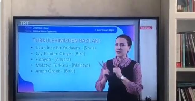 Bakan Selçuk'tan EBA TRT TV'de Dersini Objelerle Zenginleştiren Öğretmene Teşekkür