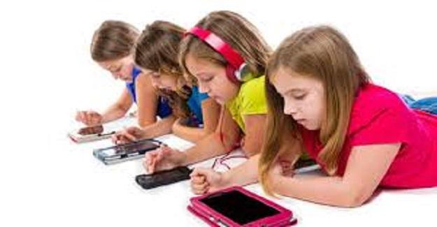 Çocuğumuz evdeyken tablet telefon ile oynamak istiyor, verelim mi?