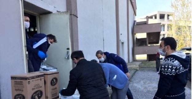 Gönüllü Öğretmenler Vefa Etkinliklerine Katılarak İhtiyaç Sahibi Vatandaşlara Yardım Ediyor