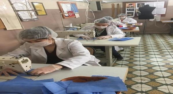 Mesleki ve Teknik Anadolu Lisesi idareci, öğretmen ve öğrencileri korona virüs ile mücadele kapsamında maske üretmeye başladı