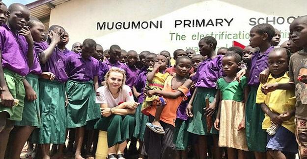 Sevda Öğretmenden Alkışlanacak Hareket: 10 Yıllık Birikimiyle Kenya'da Su Kuyusu Açtırıp Şehitlerimizin İsimlerini Verdi