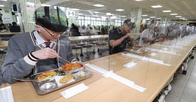Corona Virüsü Salgınında Örnek Gösterilen Ülkede Okullar Bu Şekilde Açıldı