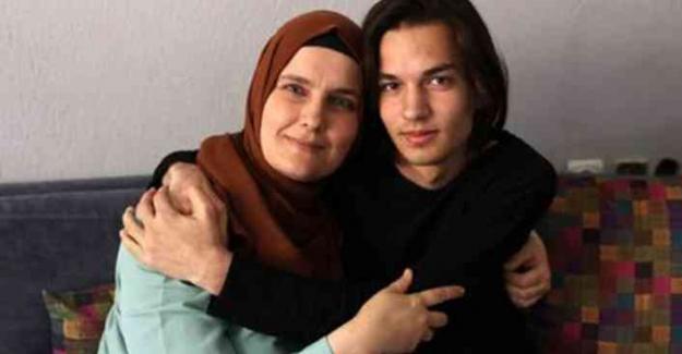 Fedakar annesine dünya birinciliğini hediye etti