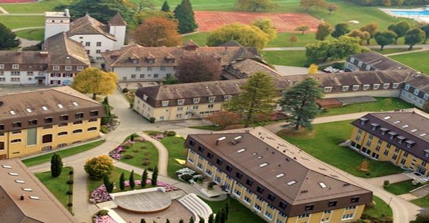 İsviçre'de okullar bugün açıldı ama Haziran sonuna kadar uygulanacak değişik sisteme geçildi..