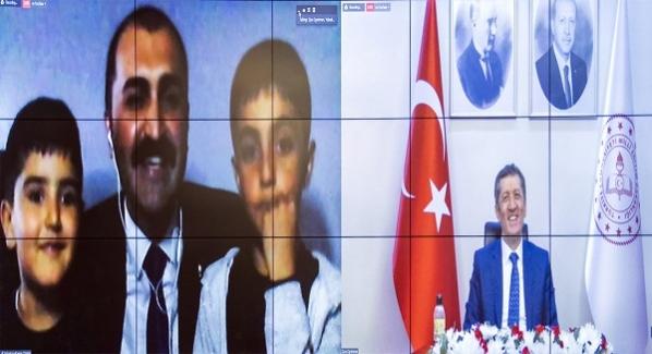 """ZİYA ÖĞRETMEN İLE EĞİTİM BULUŞMALARI"""" HAKKARİ'DE"""