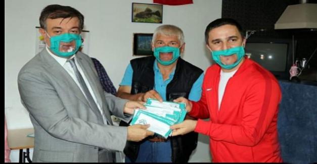 Çankırı Tekin Üniversitesi Maske Takan İşitme Engellilerin Daha Rahat İletişime Geçmeleri İçin Özel Maske Üretti