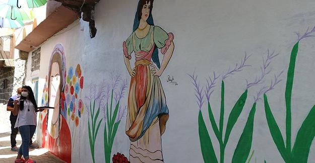 Sokaklar Diyarbakırlı Nazlı Öğretmen Sayesinde Renkleniyor