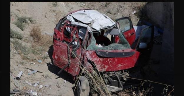 Korkunç Kaza: Anne Babası Ve 22 Yaşındaki Kızı Hayatını Kaybederken Gül Öğretmen Ağır Yaralandı