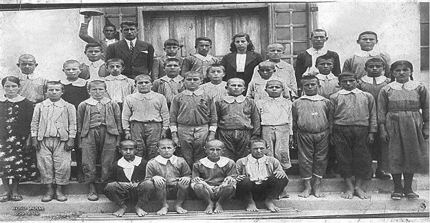 Bu kare 1941 senesinde Bir ilkokul'dan..