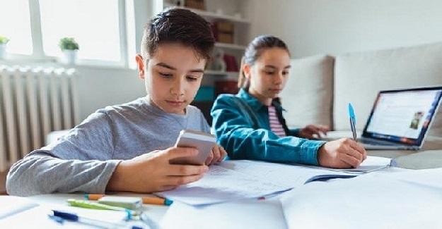 Uzaktan Eğitim Sürecinde, Öğrencilerin Çoğunluğu Derslere Akıllı Telefonla Giriyor