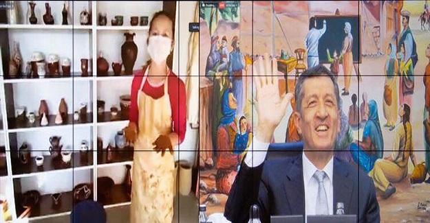 Bakan Selçuk: Bozcaada Gazi Anadolu Lisesi öğretmenler odasına misafir oldu