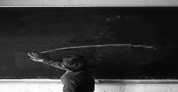 Çocuktum, öğretmenim dolabından tebeşir almam için öğretmenler odasına gönderirdi.