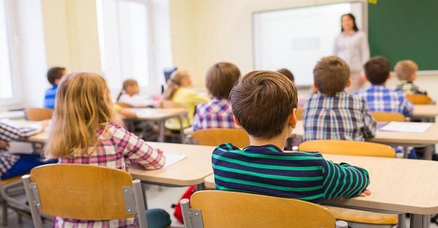 """Derste çeşitli yöntemler deniyor bir türlü başarılı olamıyor, """"otoriter!"""" ders işlemek de istemiyordum."""