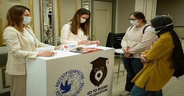 Rus üniversiteleri Türkiye'den potansiyel öğrenciler için sunumlarını gerçekleştirdi.