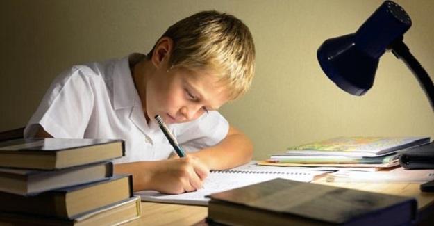 Çocuklar Gereğinden Fazla Ödev Yapıyor