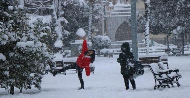 Yılın İlk Kar Tatili Haberi Geldi. Zonguldak'ta Yoğun Kar Yağışı Nedeniyle Okullar Tatil Edildi