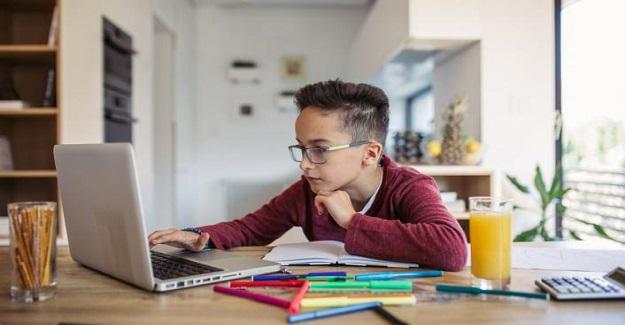 Neredeyse tüm öğretmenler' öğrencilerin çevrimiçi erişiminden endişe duyuyor