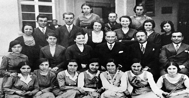 Atatürk'ün, Ankara Kız Lisesi'ni ziyareti ve sınavlarda bulunması.