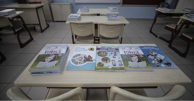 MEB'in Öğrencilere Dağıttığı Ders Kitaplarını Sakın Çöpe Atmayın