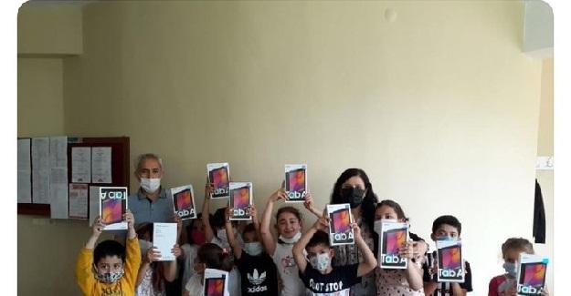 Öğretmen Köy Okuluna 33 Tablet Getirtti