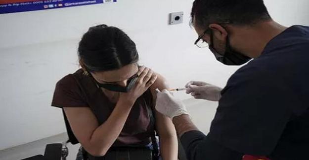 YKS'den çıkan öğrenciler aşı yaptırdı