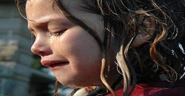 Öğretmen Sınıfa Girdiğinde Küçük Bir Kızın Ağladığını Gördü
