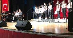 Öğrencilerden Korolar Şenliğinde Muhteşem Performans